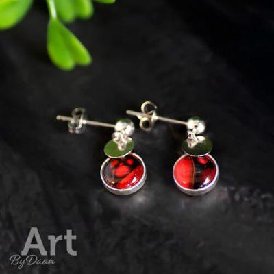 Zilveren oorbellen met rode hanger handgemaakt