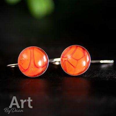Zilveren oorbellen met oranje steen handgemaakt